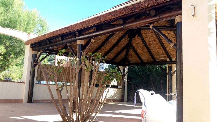 Thatched gazebo in Spain with dark finish