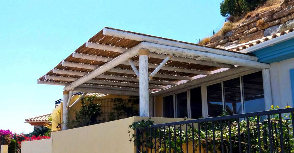 White-washed timber outdoor shading on a small balcony