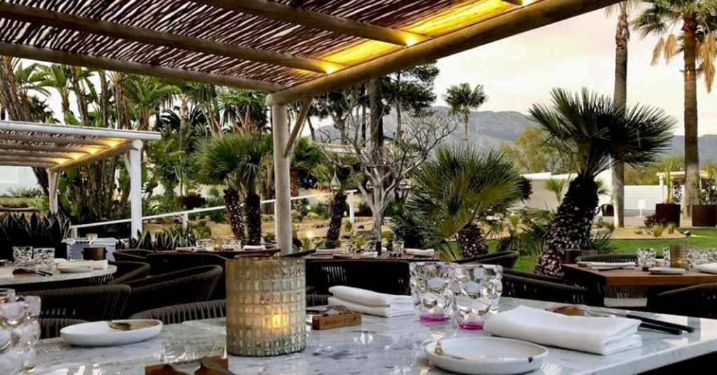 Boho Club Marbella restaurant al fresco dining under a timber pergola