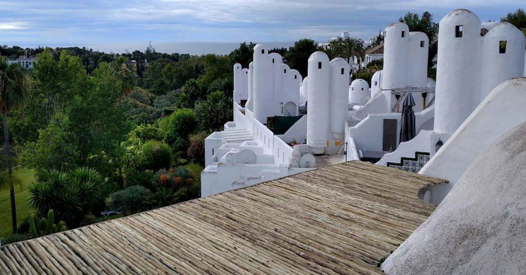 Beautiful view of Madera acabado blanco Marbella