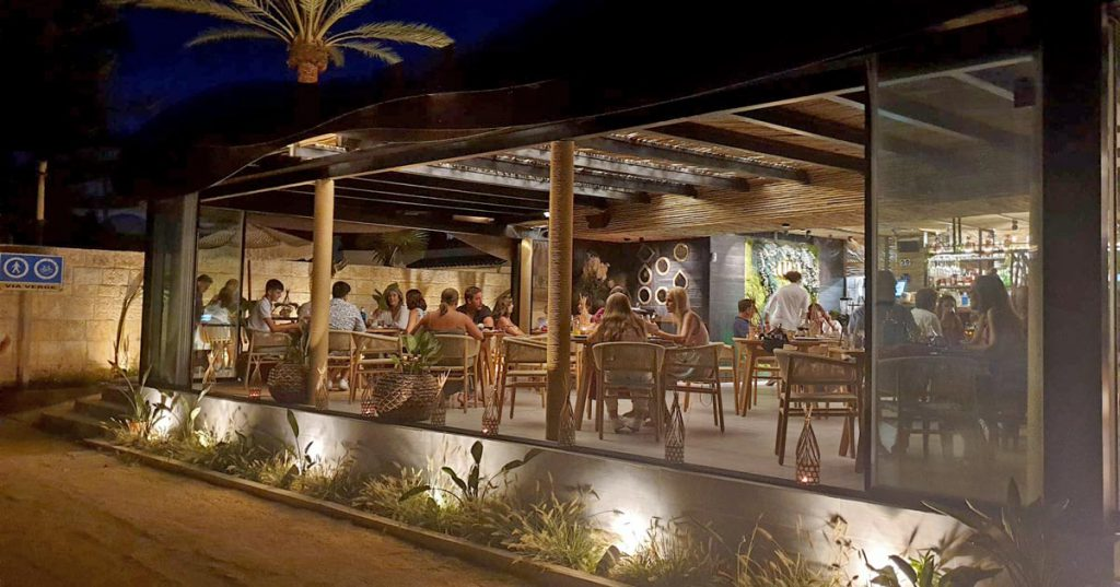 Aua Playa Marbella restaurant view from outside