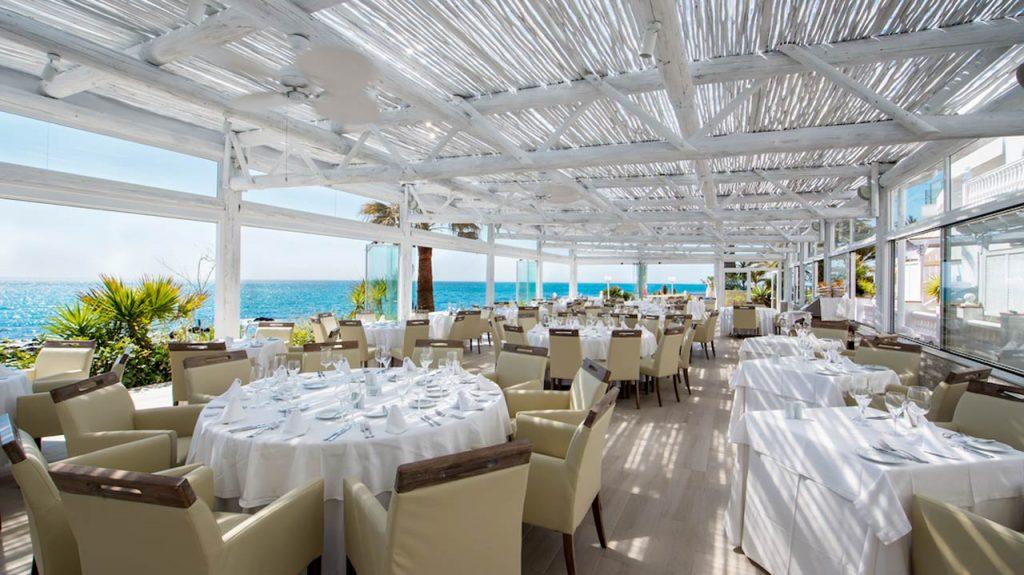 Restaurant whitewashed semi-shaded timber pergola