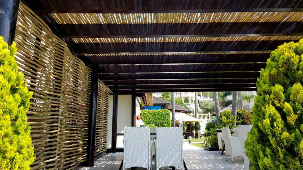 Las Dunas Park semi-shaded timber pergola seating area