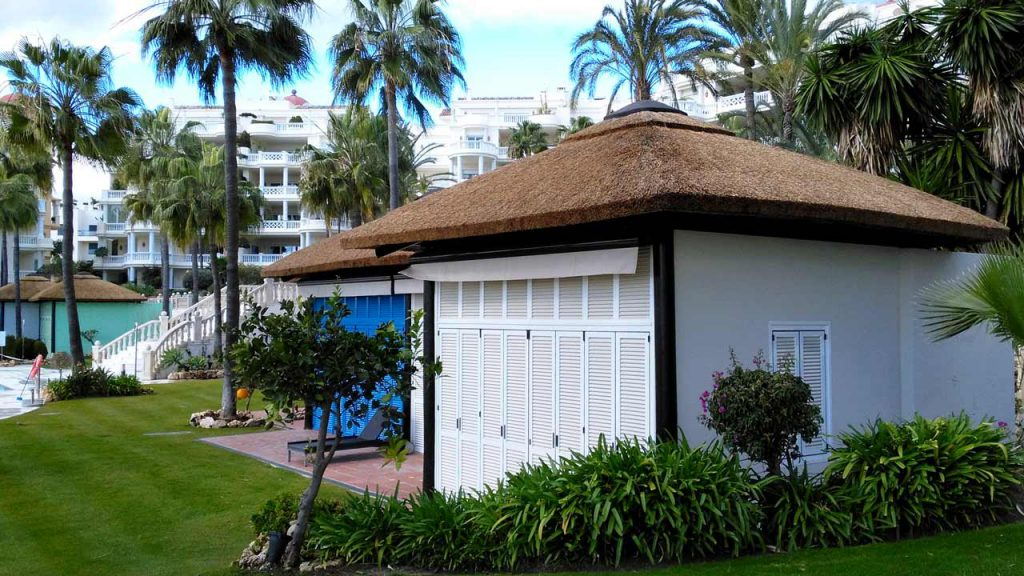 Las Dunas park thatched poolside chalets