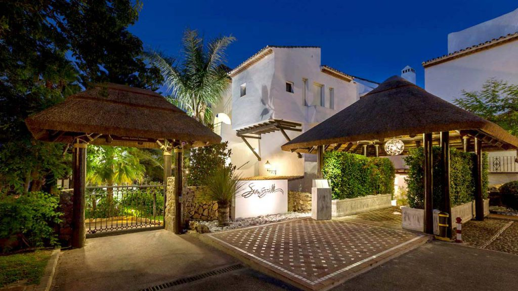 Puente Romano thatched roof restaurant entrance