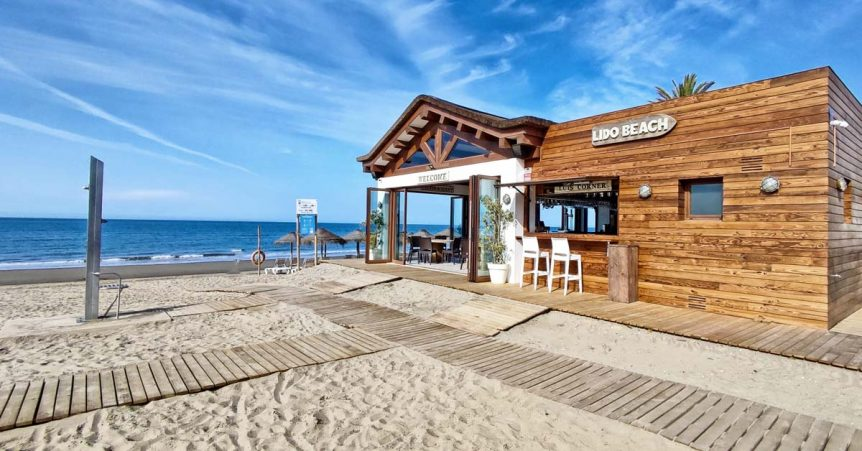 Beautiful views of Lido Beach restaurant with thatched roof and timber cladding